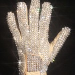 Jacksonova rukavica prodata na aukciji za 350.000 dolara