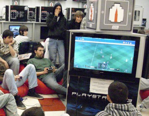 Turnir1 TURNIR PES 2010: Najbolji igrači pokupili vredne nagrade