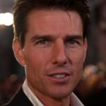 Tom Cruise u kaputu šeta Suri u letnoj haljinici