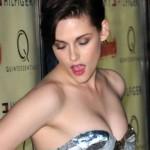 Kristen Stewart na premijeri stalno popravljala haljinicu kako joj ne bi ispale grudi