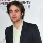 Robert Pattinson boji se obaveza, njegova veza s Kristen Stewart na klimavim nogama