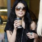 Neoprezna Vanessa Hudgens šetala Beverly Hillsom s etiketom na košulji