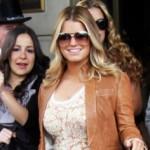 Ugodno popunjena Jessica Simpson debeli stomačić skrivala torbom?