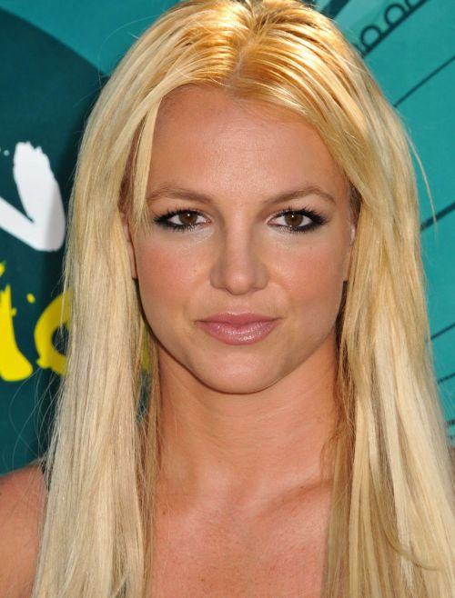 Britney Spears2 227x300 Britney Spears tetoviranje guze kod kuće ...