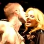 Kylie Minogue na pozornici ljubila Scissor Sisterse Jakea Shearsa i Anu Matronic