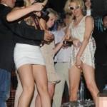 Pijana Paris Hilton se u prepunom klubu dodirivala po međunožju i pokazivala gaćice