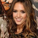 """Jessica Alba u kratkoj haljinici zabljesnula na premijeri filma """"The Machete"""""""