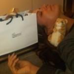 Mrtva umorna Eva Longoria zaspala u Guccijevom butiku