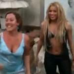 """VIDEO: Mokra Shakira plesala """"Waka Waka"""" sa turistima"""