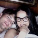 Demi Moore sada objavila privatnu fotku na kojoj je u krevetu sa suprugom