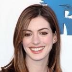 Anne Hathaway – zabavna ili previše opuštena kombinacija?