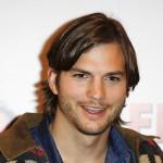 Ashton Kutcher obožava da bude go