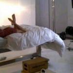 Eva Longoria proslavila razvod braka poziranjem na krevetu