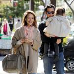Jessica Alba u jutarnjoj šetnji s porodicom