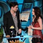 """Filmske MTV nagrade: """"Twilight"""" dominirao, Pattinson strastveno poljubio Taylora Lautnera"""