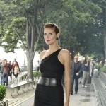 Avangardna Heidi Klum oduševljava u asimetričnoj crnoj haljini
