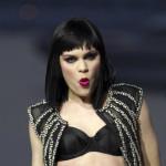 Jessie J nakon pada završila na štakama