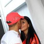 """Nicole Scherzinger: """"Lewis mi govori da držim obe ruke na volanu, pa ko još to radi?"""""""