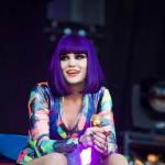 Jessie J ponovo nastupa s slomljenom nogom