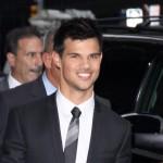 Taylor Lautner plivao s ajkulama