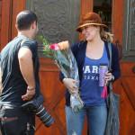 Niko  ne može da odoli Hilary Duff: I paparaci joj poklanjaju cveće za rođendan