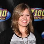 """Kelly Clarkson: """"Osećam se kao da mi je 45″"""