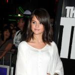 Selena Gomez pokazala noge u šljokičastim vrućim pantalonicama