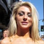 Courtney Stodden na TV-u dokazivala da ima prirodne grudi
