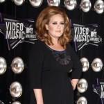 Adele operisala glasne žice i želi što pre na scenu
