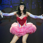 Katy Perry prodala svoj kostim za 8,000 dolara i dala novac Crvenom krstu