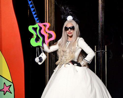 """Procurela GaGina obrada pesme """"White Christmas"""" Lady-GaGa1"""