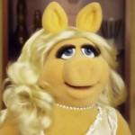 """Miss Piggy tresnula šakom Renee iz """"Očajnih domaćica"""" (video)"""