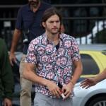 Nekako im odoleo: Ashton Kutcher odbio poziv devojaka na striptiz