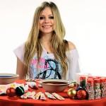Pogledajte kako preslatka Avril Lavigne priprema božićne kolačiće