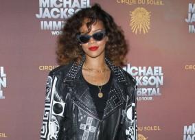 33174_Rihanna7_123_183lo