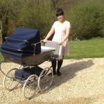 Srećna mama: Lily Allen u šetnji sa kćerkicom