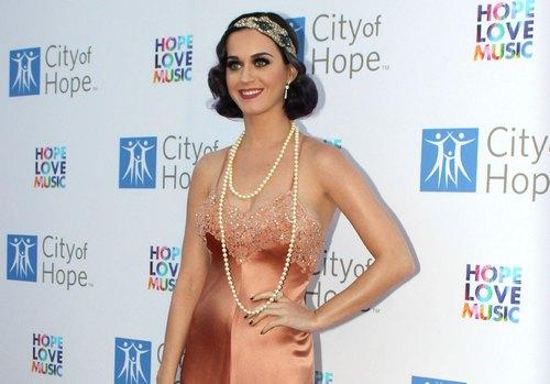 Katy Perry: Povratak u dvadesete godine FFN_AFP_CityOfHope_061212_9180671