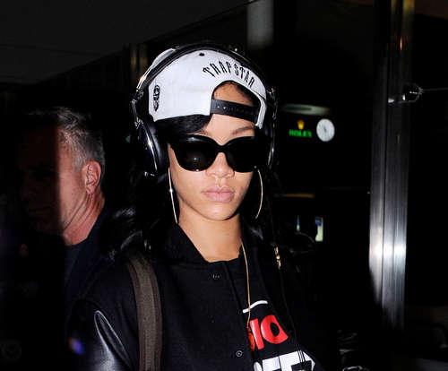 ~News Rihanna-out-in-LA-JUNE-3-2012_03