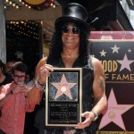 Slash dobio zvezdu na Stazi slavnih, Charlie Sheen napao Axla