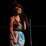 Nema je godinu dana: Fanovi i slavne ličnosti odali počast Amy Winehouse