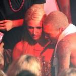 Rihanna poručila Paris Hilton: Dalje ruke od Chrisa Browna!
