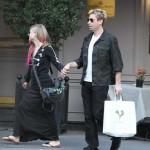 Da li je Avril Lavigne trudna? Pevačica sakrivala stomak u Parizu