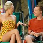 "Teško joj je odoleti: Zvezda serije ""Dva i po muškarca"" opčinjen Miley Cyrus"