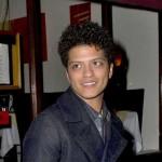 "Vratio se! Bruno Mars predstavio spot za pesmu ""Locked Out of Heaven"""