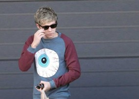Niall Horan Is In Need Of A Belt