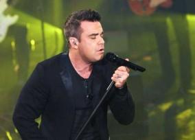 Robbie Williams Performs on Milan Television