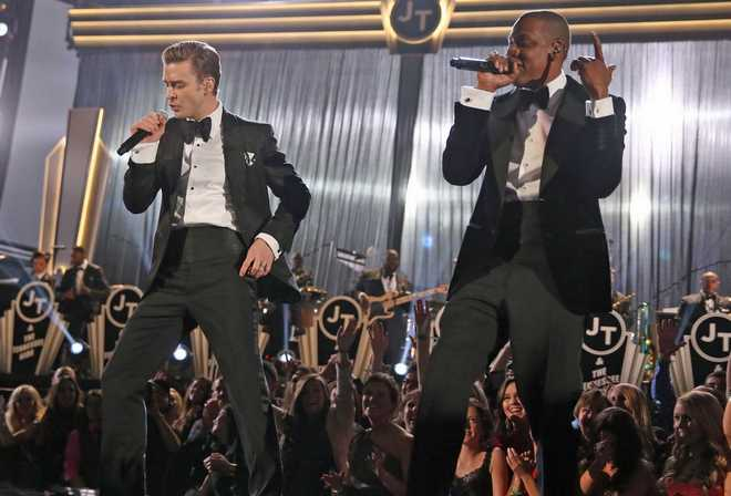 justin-timberlake-and-jay-z-at-the-2013-grammy-awards-in-suits-and-ties