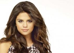 Selena_C_Full-021_final_crop2
