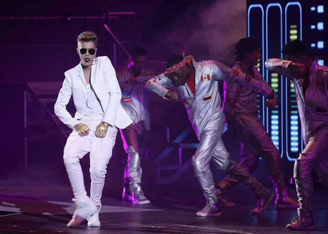 Justin Bieber Performs In Paris