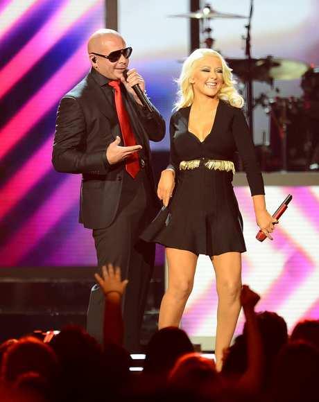 Christina_Aguilera_-_Performing_at_the_2013_Billboard_Music_Awards_19-05-2013_001